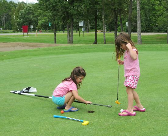 Sugar Lake Lodge: Future Golfers?