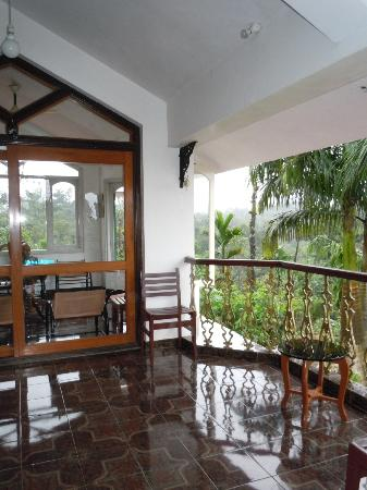 Devagiri Retreat: balcony