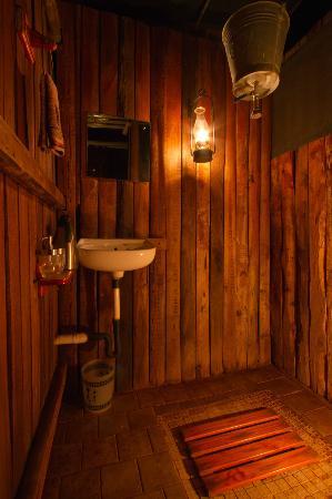 Mosetlha Bush Camp & Eco Lodge: The Shower