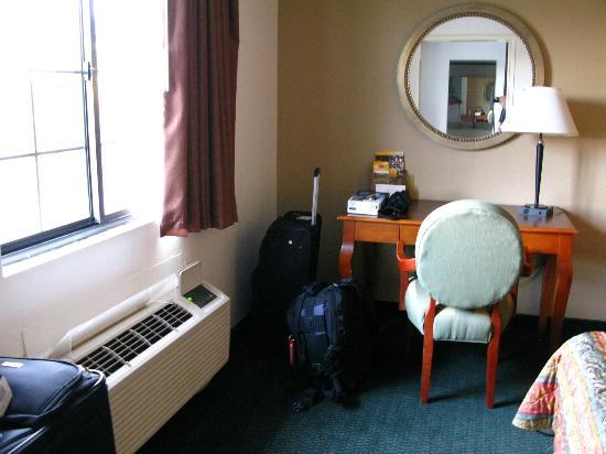 Econo Lodge: la suite est en fait deux chambres jointes