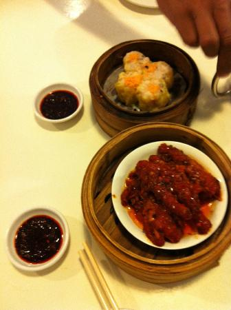 Old Hong Kong Tea House: Chicken claw and Abalone Siew Mai~