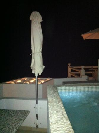 Adamant Suites: sapphire suite view at night
