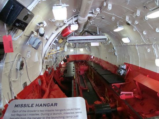 Interior de submarino en el intrepid sea air space for Interior submarino