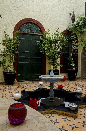 Riad Jomana: Patio