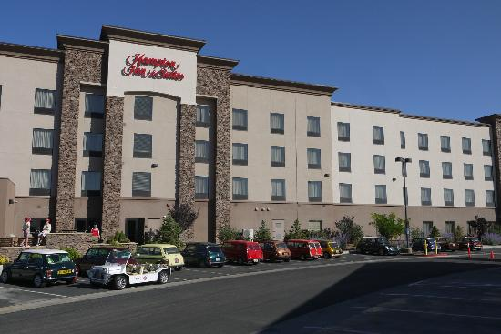 Hampton Inn & Suites Prescott Valley: Our cars outside the hotel.