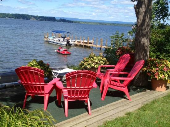 Harren Brook Inn and Lodge: My FAVORITE spot lakeside seating across from the Inn