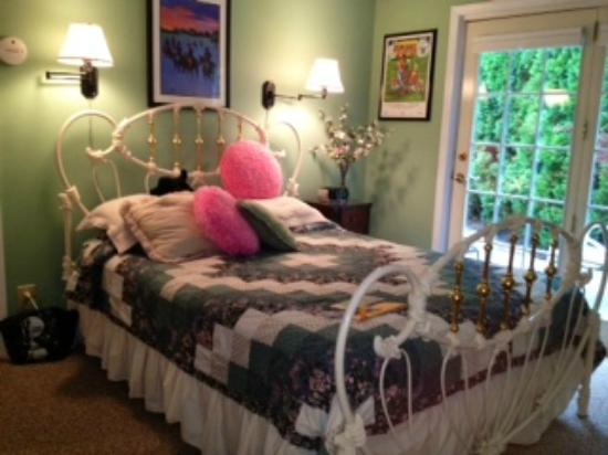 Harren Brook Inn and Lodge: Funny Cide room