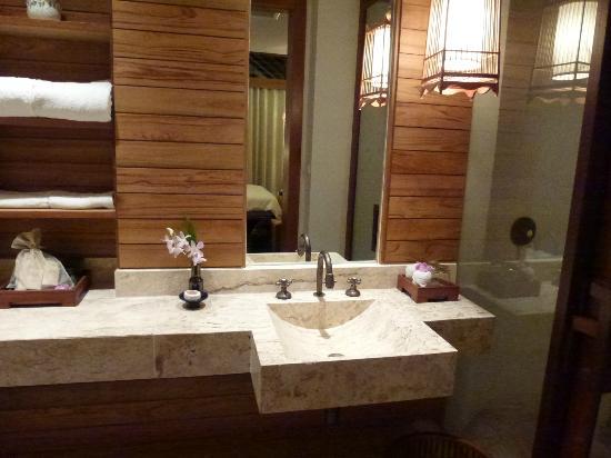 The Tubkaak Krabi Boutique Resort : Salle de bain intérieure