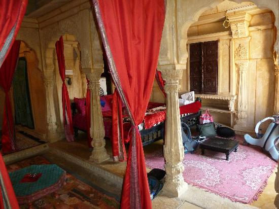 Hotel Shreenath Palace: The Maharaja room