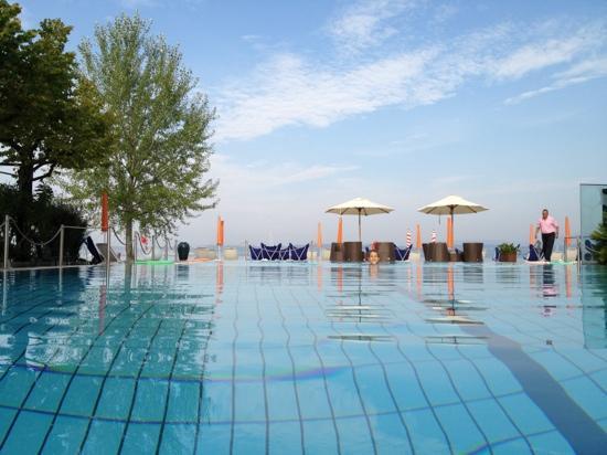 Hotel Du Lac: vue de la piscine