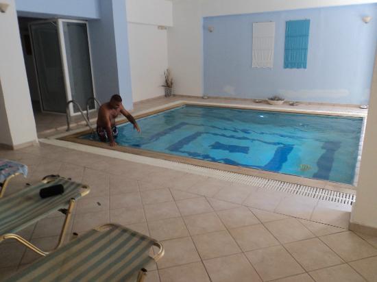 Dimitrios Beach Hotel: Piscine interieur