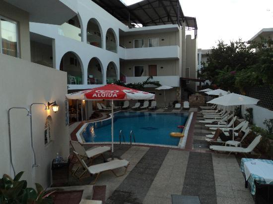 Hotel Dimitrios Beach: Piscine extérieur