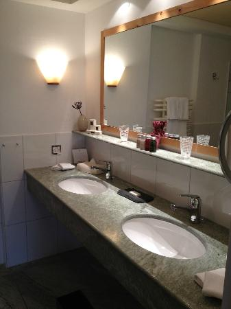 Hotel Paradies: Bathroom of Suite - room 43