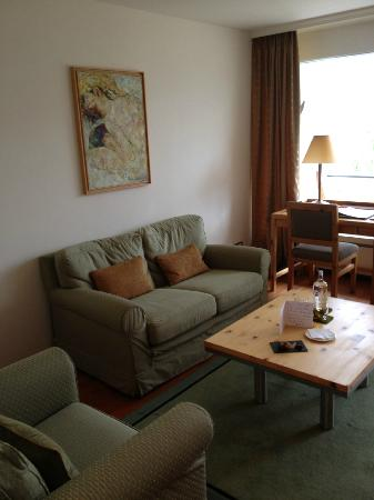 Hotel Paradies: Suite 43 lounge room