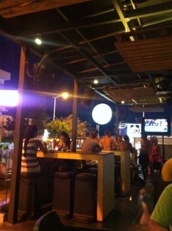 Malthouse Beer n' Food: outdoor seating area