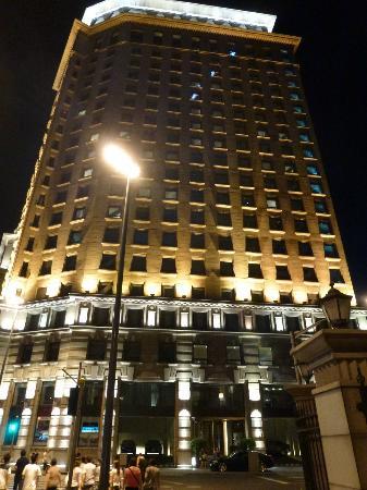 Les Suites Orient, Bund Shanghai : Vue de l'hotel de l'extérieur la nuit