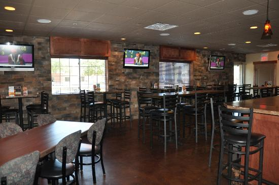 Country Inn & Suites By Carlson, Sioux Falls: Falls Landing- Our on site pub and grill