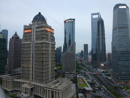 Les Suites Orient, Bund Shanghai : Vue de la majestueuse et magnifique tour SWFC