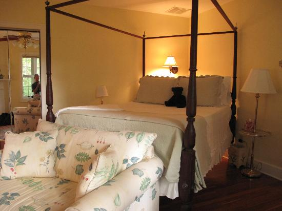Foxfield Inn: The Garden Room Suite