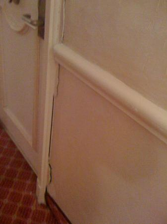 Cannes Palace Hotel : yet more cracks and dirt