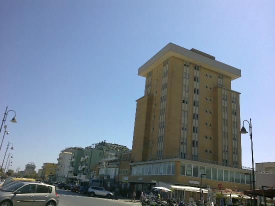 Hotel Golden: Garden che punta il dito nel cielo