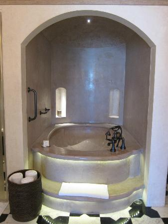 Fairmont Jaipur: King room hamam-style bath