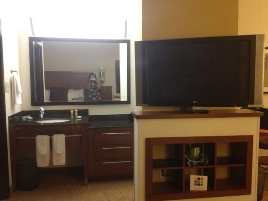 Hyatt Place Atlanta-East/Lithonia: tv facing bed and bathroom area
