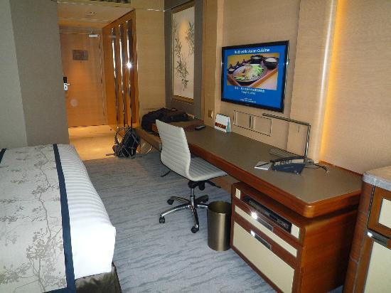 Kerry Hotel Beijing: デスクです。