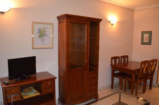 Apartamentos Caballero de Gracia : Sitting / dining room