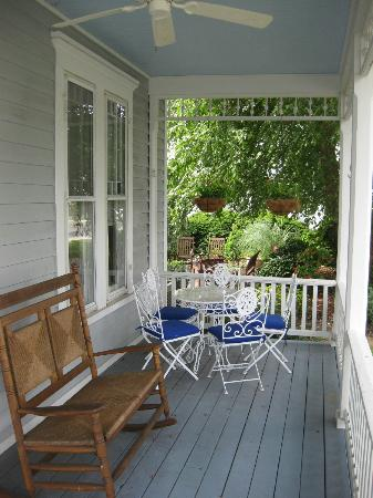 The Inn at Onancock: Front Porch for relaxing