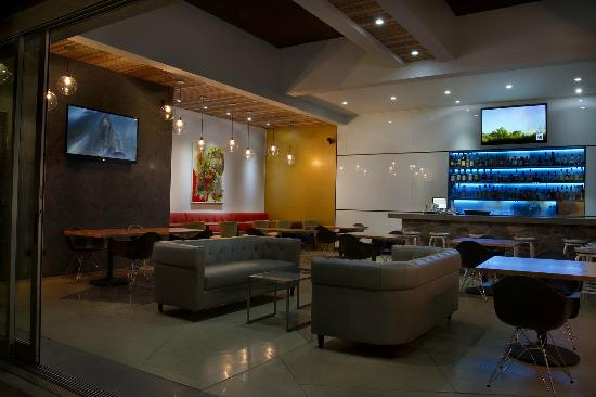 Sano's Steak House: El Bar