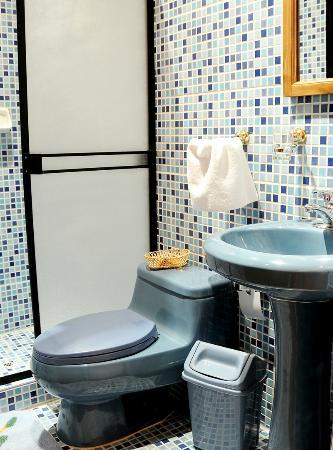Don Bosco Hotel: Baños de las habitaciones