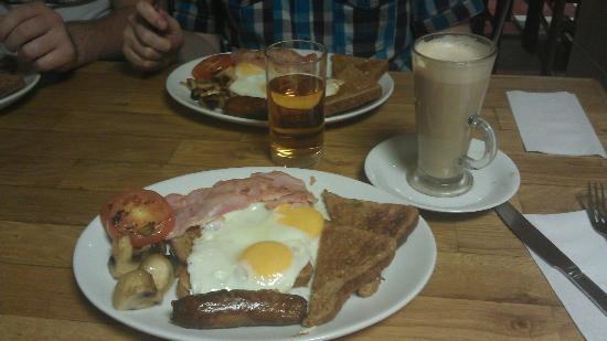 Mimos Cafe Bar: English breakfast
