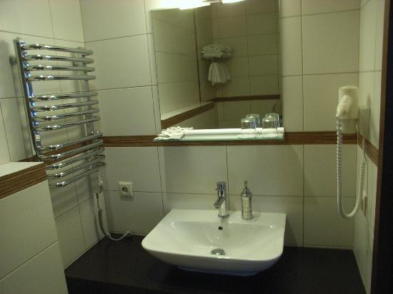 Ararat All Suites Hotel: bagno