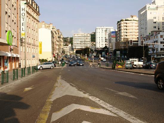 Campanile Paris Ouest - Pont De Suresnes: vor dem Hotel