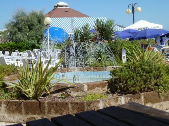 Hotel Caravelle Minicaravelle: La terrazza giardino fronte spiaggia