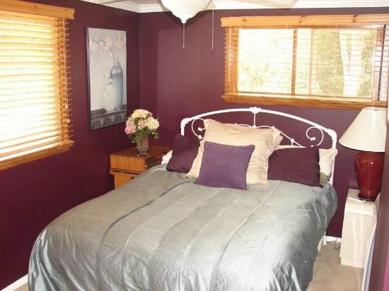 Arroyo del Sol Clothing Optional Bed and Breakfast: Angeles Crest Suite