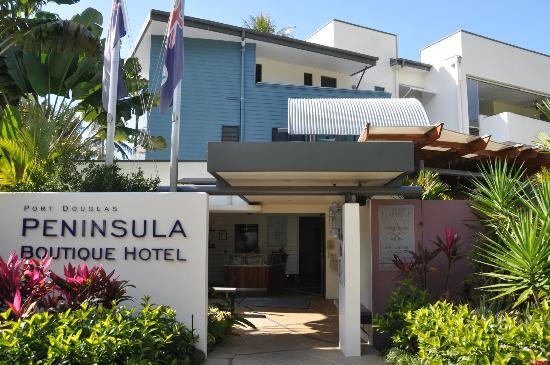 Peninsula Boutique Hotel: Hotel entrance for guests.