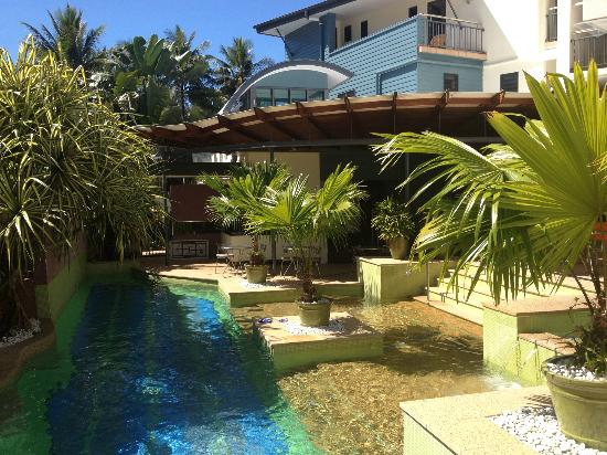 Peninsula Boutique Hotel: Lap pool and patio area.