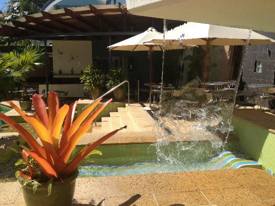 Peninsula Boutique Hotel: Pool and patio area.