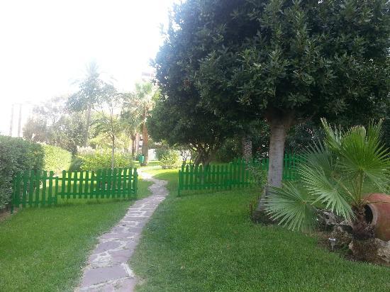 Hotel Tres Anclas: Camino a piscina