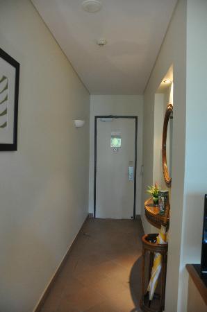 Peninsula Boutique Hotel: Ocean suite room 13 entry hallway.