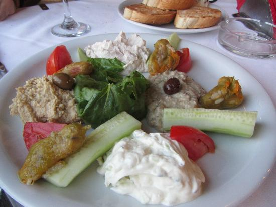 Tavern Giorgos : starters are rather good, try eggplant dip