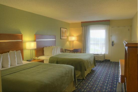 Quality Inn: Double Queen Room