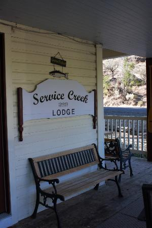 The Lodge at Service Creek: entrance