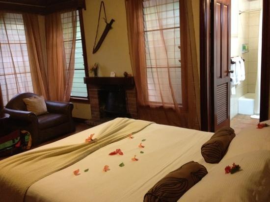 Hidden Valley Inn: comfortable, simple, with nice amenities-fresh flowers!