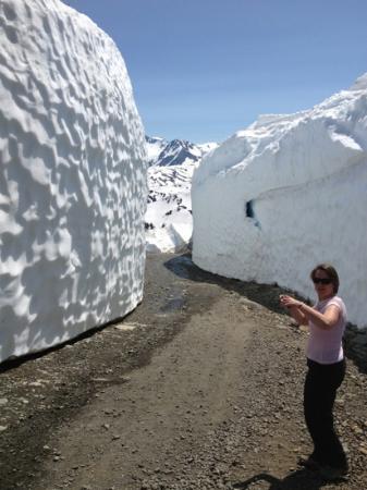 snow-wall-in-canada.jpg