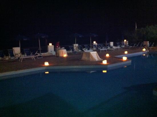 โรงแรมเลอ ดูน: la piscina