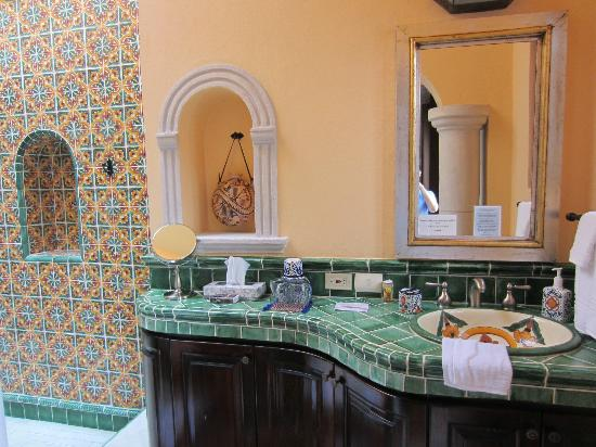 Antigua Capilla Bed and Breakfast: Bathroom