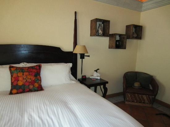 Antigua Capilla Bed and Breakfast : Bed